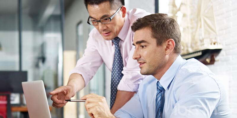 entorno laboral multicultural que beneficia a nuestros clientes importadores de herrajes en China