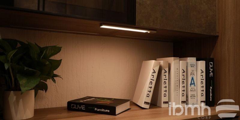 Descubre la Luz LED Flora con sensor de movimiento para muebles